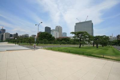 皇居から見たビル街